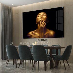 תמונה של אישה מזהב